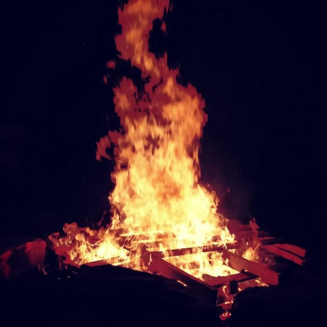 Bonfire time nopolitics
